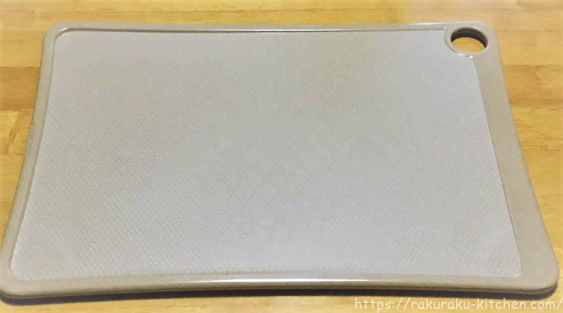 お米のもみ殻からつくったまな板